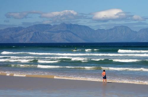 surfers corner start week