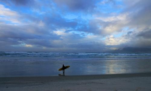 surfers corner sky