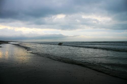 grey day Surfers Corner