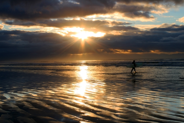 sunrise-rays-surfer-website