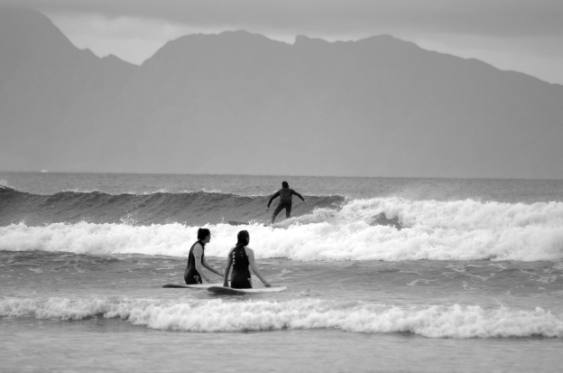 learn-to-surf-bw