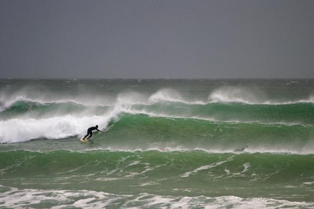 berg-stormy-surf