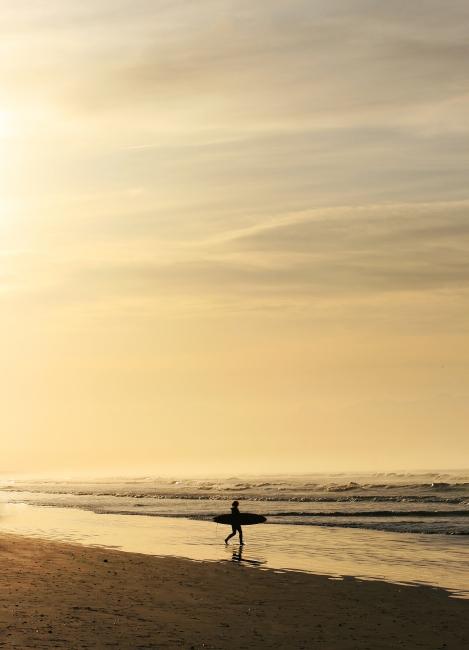 sunrise-contrast-surfer
