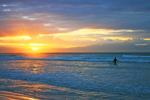 sunrise-longboarding-at-the-berg-website